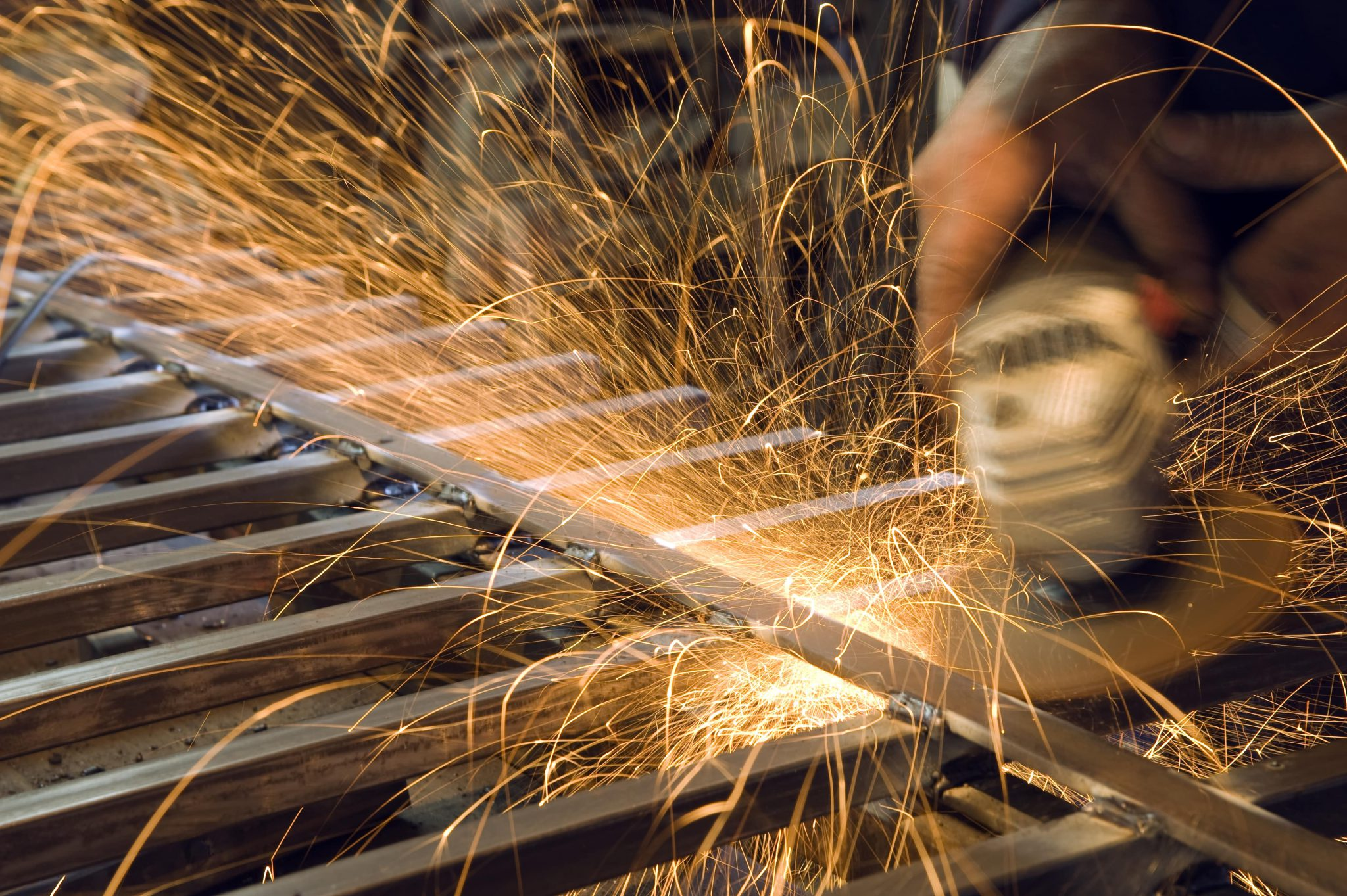 cutting metal with a grinding machine